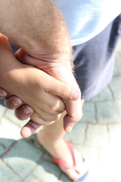 Son las manos de niño4 y de papanoara